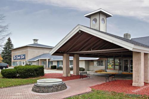 Cadillac Sands Resort Hotel