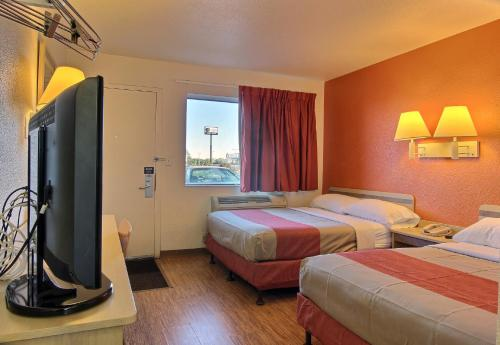 Motel 6 Bismarck Photo