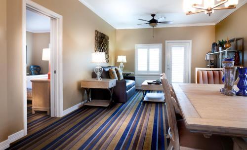 Boardwalk Inn - Kemah, TX 77565