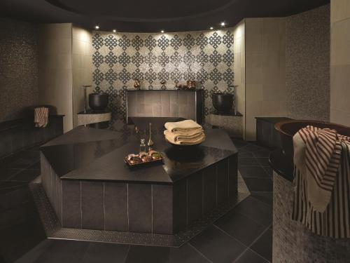 Shangri-La Hotel, Qaryat Al Beri photo 9