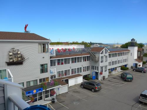 Hotels airbnb vacation rentals in rockland maine usa for Getaway hotels near me