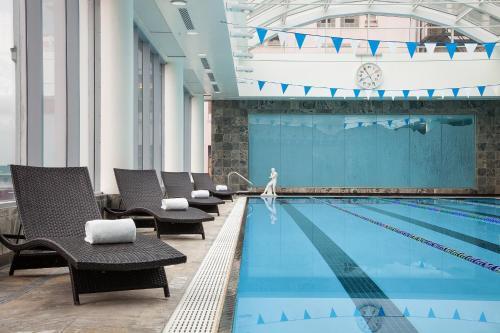 Auberge Vancouver Hotel Photo
