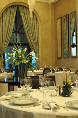 Shangri-La Hotel, Qaryat Al Beri photo 16