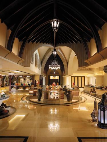 Shangri-La Hotel, Qaryat Al Beri photo 40