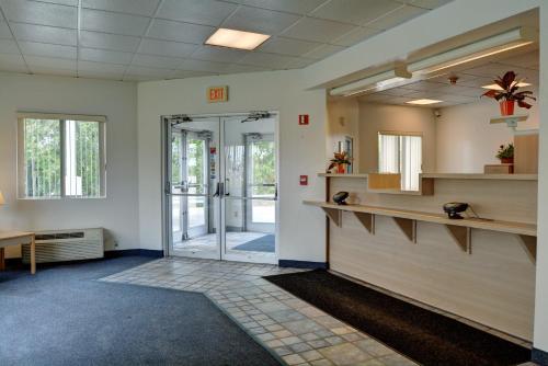 Motel 6 Warwick RI - Providence Airport - I-95 Photo