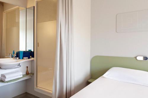 ibis Brignoles Provence Verte - Brignoles - book your hotel with ...