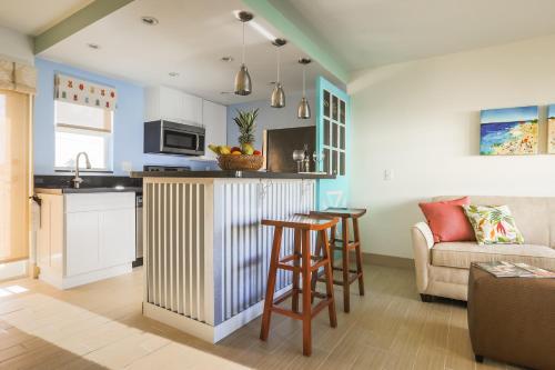Sun Dek Beach House - Boynton Beach, FL 33435