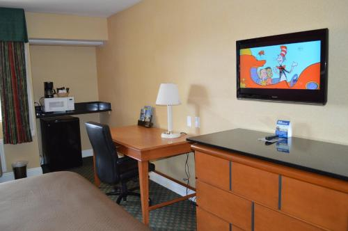 Travelodge San Diego Downtown Convention Center Photo
