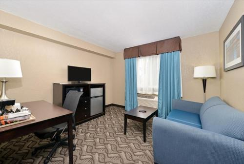Comfort Inn & Suites Springfield Photo
