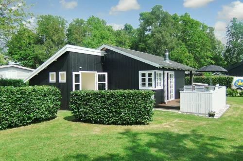 Holiday home Niels E- 3129