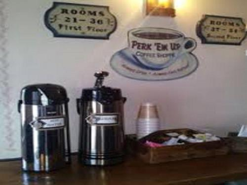 Country Living Inn - Smoketown, PA 17602