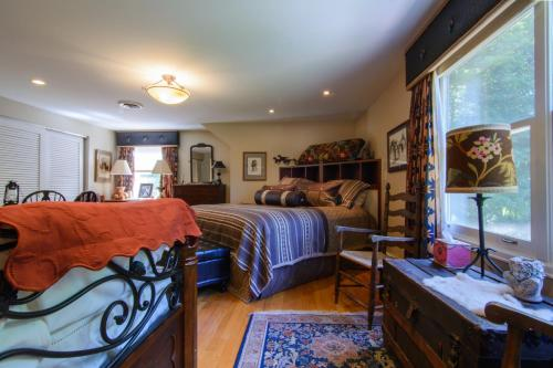 Seldom Scene Meadow Bed & Breakfast - Richmond, IN 47374
