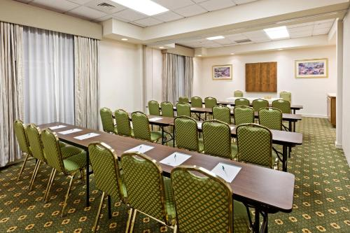 Country Inn & Suites By Radisson Harrisburg West Pa - Mechanicsburg, PA 17055