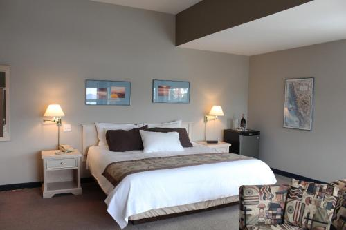 The Quarterdeck Inn & Marina Resort Photo