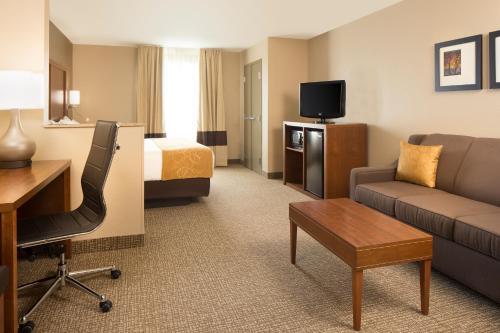 Comfort Suites Coralville Photo