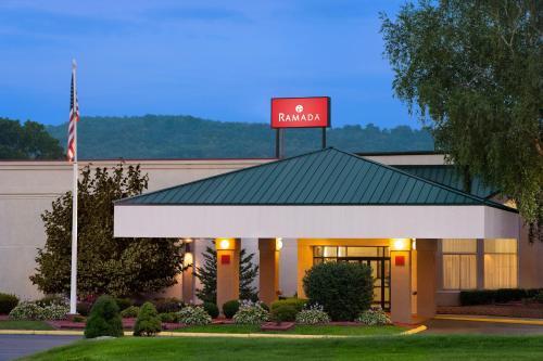 Ramada Hotel & Conference Center By Wyndham Cortland
