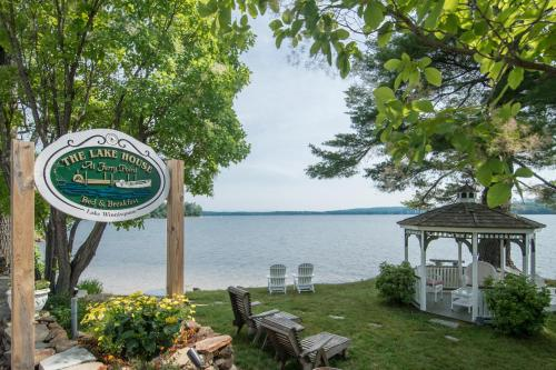 Lake House at Ferry Point Photo