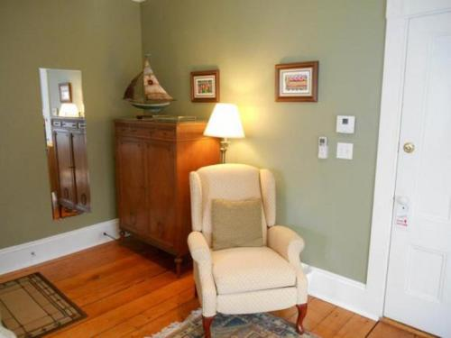 Bayberry House Bed & Breakfast - Boothbay Harbor, ME 04538