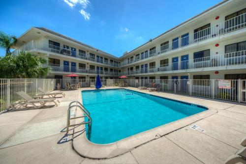 Motel 6 Bradenton - Bradenton, FL 34208