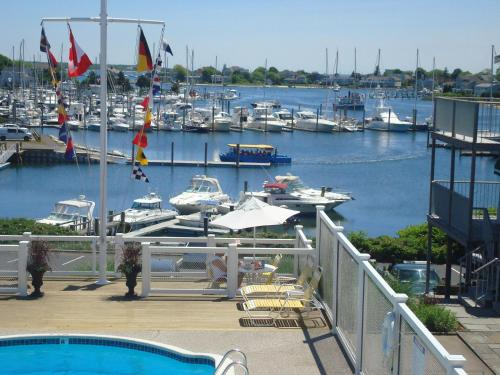 Anchor In Distinctive Waterfront Lodging Photo