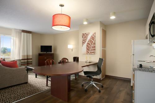 Hawthorn Suites by Wyndham Greensboro Photo