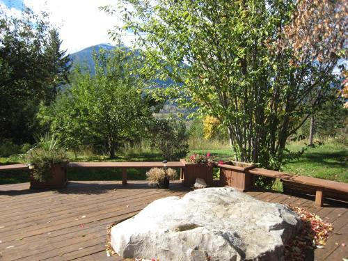 Kapristo Lodge - Golden, BC V0A 1H7
