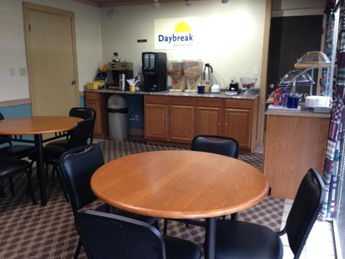 Days Inn By Wyndham Florence Downtown - Florence, AL 35630