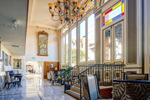 Horton Grand Hotel Photo