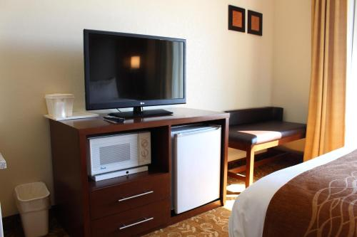 Comfort Suites Kansas City Photo