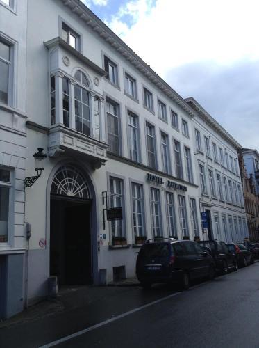 Riddersstraat 11, 8000 Bruges, Belgium.