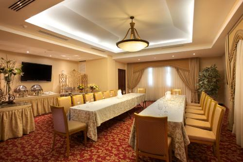 Toscana Inn Hotel Photo