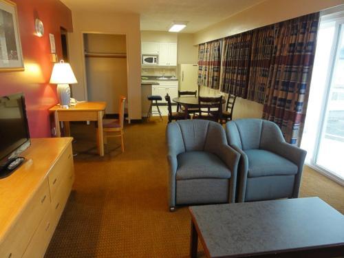 Port Augusta Inn - Comox, BC V9M 1P8