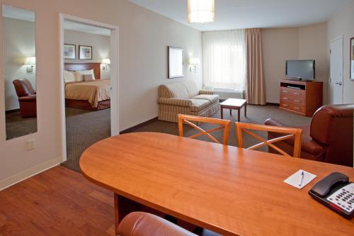 Candlewood Suites Houston I-10 East - Houston, TX 77015