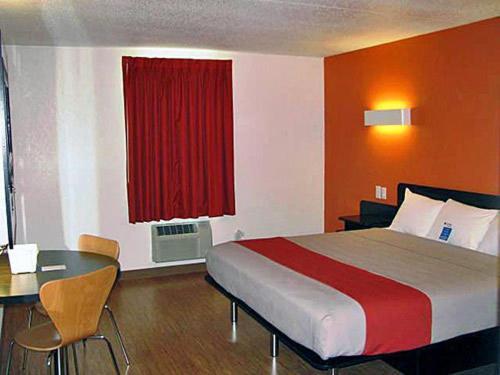 Motel 6 South Haven Photo