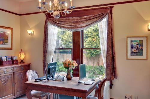 11th Avenue Inn Bed And Breakfast - Seattle, WA 98102