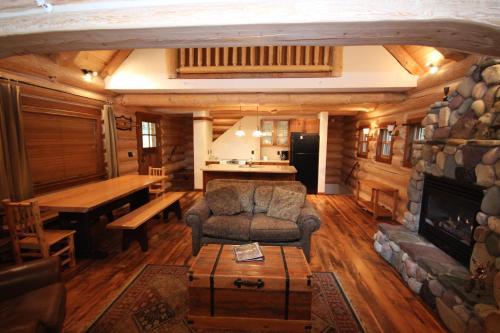 Snow Creek Cabins By Fernie Lodging Co - Fernie, BC V0B 1M6