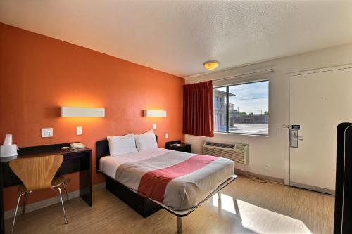 Motel 6 Laredo South - Laredo, TX 78041