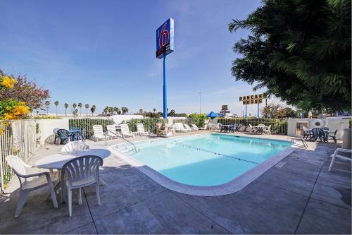 Motel 6 Laredo South Photo