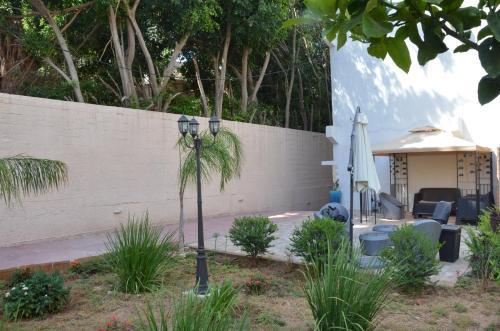 Pinsker Garden Apartment - Petah Tikva