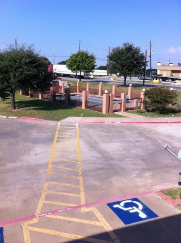 Econo Lodge Dallas South/Hutchins Photo