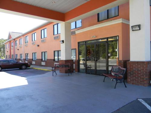 Baymont Inn & Suites Jesup Photo