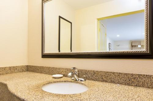 Best Western San Diego/Miramar Hotel Photo