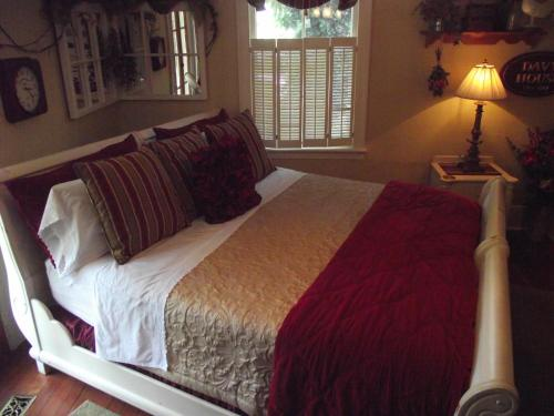 Historic Davy House Bed & Breakfast - Niagara On The Lake, ON L0S 1J0