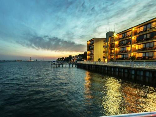 Pier 4 Hotel Somers Point