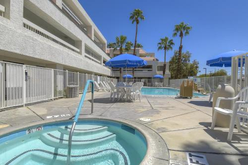Motel 6 Palm Springs Downtown Photo