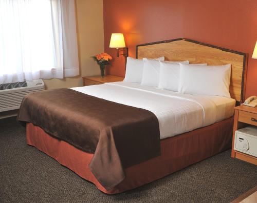 AmericInn Lodge and Suites - Oswego Photo