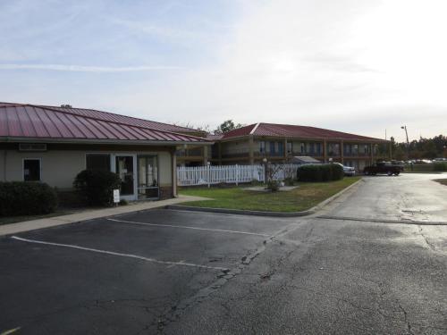 Days Inn By Wyndham Augusta Wheeler Road - Augusta, GA 30909