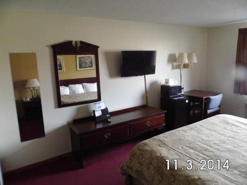 Rodeway Inn Cedar Rapids Photo