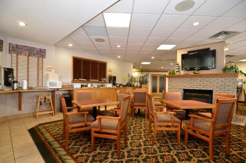 Country Lane Inn & Suites - Swift Current, SK S9H 0K6