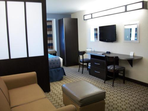 Microtel Inn & Suites By Wyndham Spring Hill/weeki Wachee - Spring Hill, FL 34606